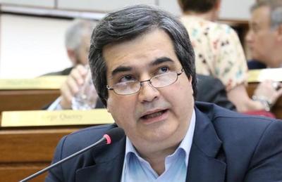 Senador Filizzola piensa que pedido de disculpas de Petta llega tarde y no tapa la soberbia que tuvo