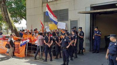 En las calles celebran aprobación de la ley del financiamiento político