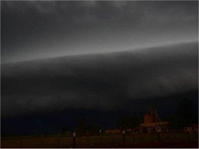 Alertan sobre tormentas eléctricas para seis departamentos
