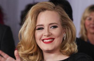 Captan a Adele fuera de control mientras mantiene una discusión telefónica