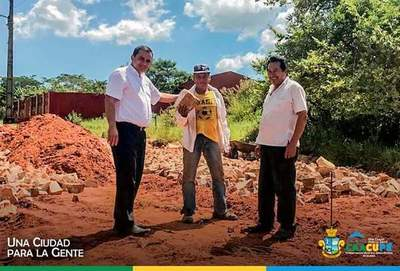 Intendente Diego Riveros verifica obras