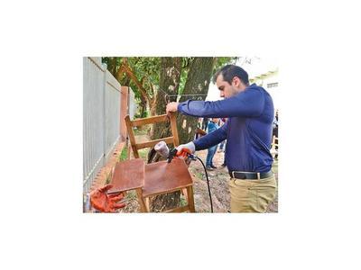En CDE reutilizan muebles en desuso de colegios públicos
