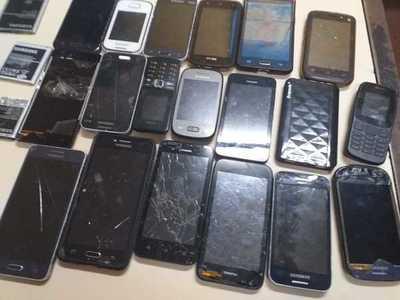Incautan 19 celulares en Tacumbú