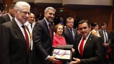 "HOY / ""Mario Abdo es un stronista... Petta homenajea a Ñandejára taxi (burro)"", dispara diputada"