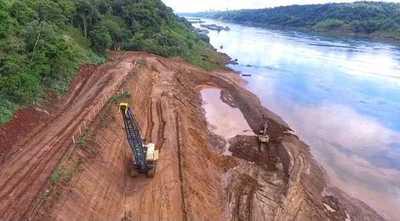 Sostenido avance de obras del Puente de la Integración en Presidente Franco