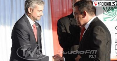 Mario Abdo sella su apoyo a Petta con un apretón de manos