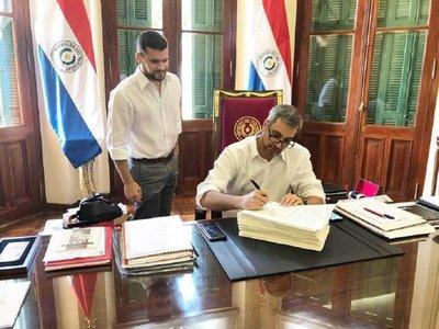 Mario Abdo promulga ley que regula el financiamiento político