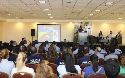 Asora y Arará Azul firman convenio para la preservación del guacamayo •