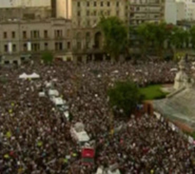 Masiva marcha frente al Congreso clama justicia para Fernando