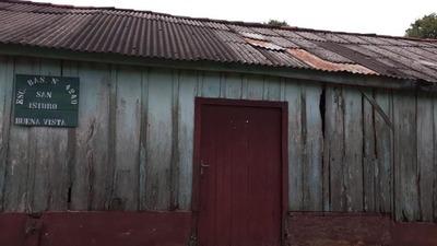 Gallinas y un lechón como premios de torneo de fútbol para reparar escuela en Caazapá