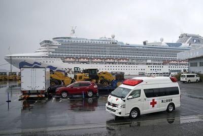 Pasajeros de crucero desembarcan en Japón; más de 2.000 muertos por coronavirus en China