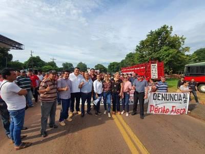 Intendente de Carapeguá y hurreros cerraron ruta en apoyo a Miguel Cuevas. Acevedo ordenó desalojarlos