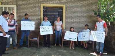 Padres de familias del Colegio Nacional Campo 9 se manifiestan