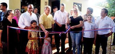 Entregan 15 viviendas en J.A. Saldívar y habilitan ruta asfaltada en Itá