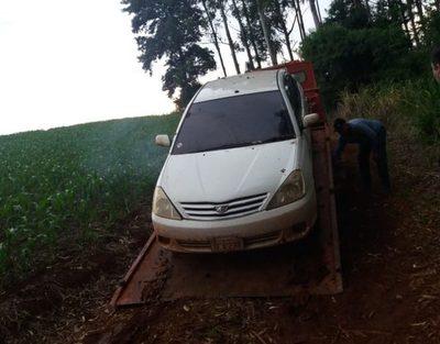 Abandonan vehículo hurtado