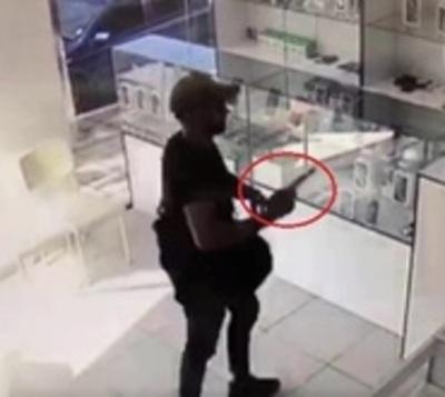 Ladrón se lleva G. 70 millones en celulares de una tienda