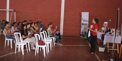 CAPACITAN A COCINERAS DEL ALMUERZO ESCOLAR EN SAN JUAN DEL PARANÁ