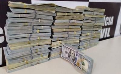 Dos mujeres detenidas con medio millón de dólares en Foz