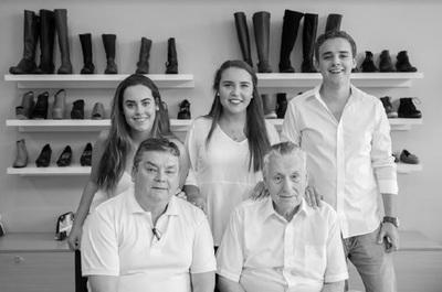 El clan que calza hace 60 años a los paraguayos