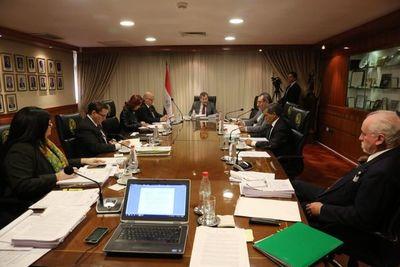 Ministros denuncian falsificación de sus firmas