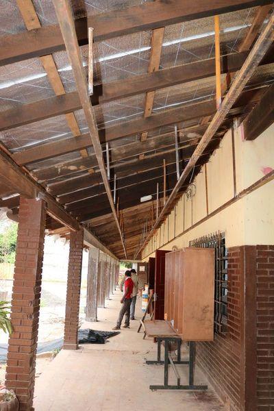 Clases se inician con educadores con dengue y escuelas deterioradas