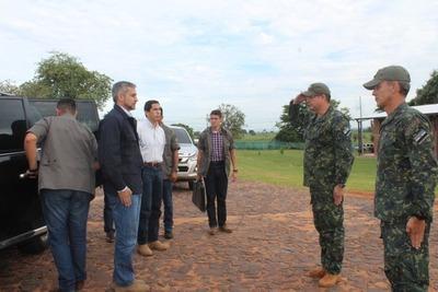 Abdo se desmarca de Miguel Cuevas en visita a base militar