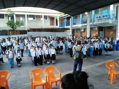 Entre obras inconclusas, cientos de estudiantes iniciaron clases