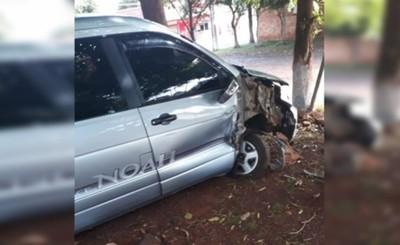 Columna derribada por un vehículo
