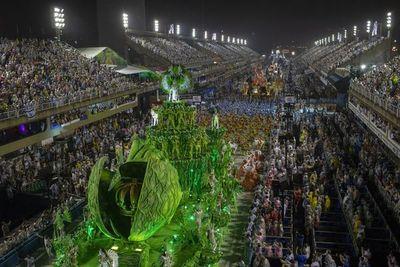 Un Cristo negro, mujer y de sangre indígena llega al Sambódromo de Rio