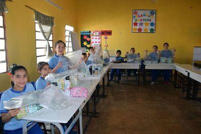 A Caazapá llegaron los kits escolares