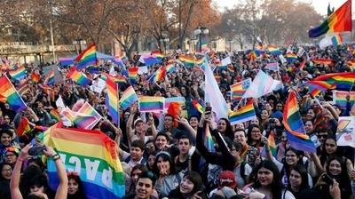 """HOY / Chile da paso """"histórico"""" hacia la aprobación del matrimonio igualitario"""