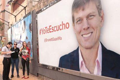 Precandidato asegura que sus carteles no infringen ley electoral