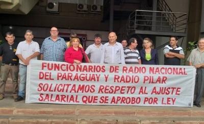 HOY / Funcionarios de Radio Nacional cuestionan incumplimiento del MITIC para lograr reajuste salarial