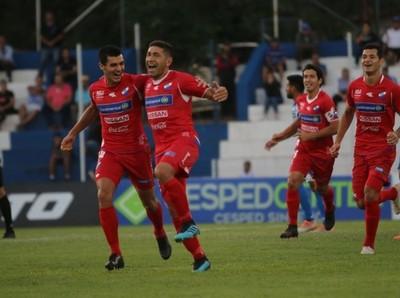 Nacional superó 2-0 al 12 de Octubre en la ciudad del Ñandutí