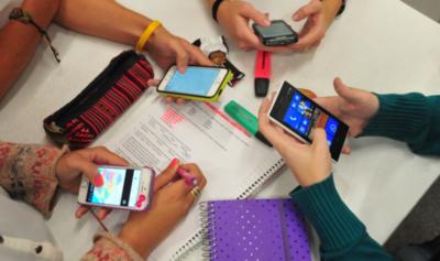 Vinculan el uso de móviles y de redes sociales con la salud mental juvenil