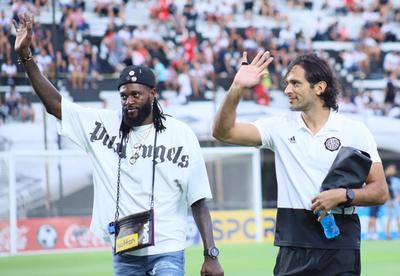 Roque Santa Cruz espera que Adebayor debute con un gol