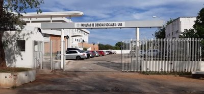 Denuncian maniobra política para despedir a docentes en la FACSO
