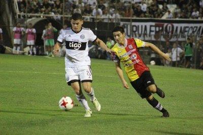 Olimpia, puntero e invicto, recibe a Deportivo Santaní
