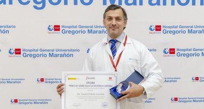 Médico paraguayo fue galardonado por su excelencia en España