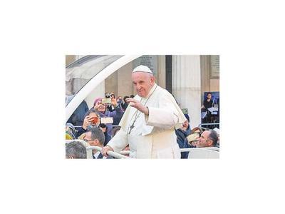 """Papa condena a países que """"hablan de paz y venden armas"""""""