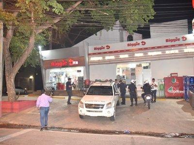 Tres hombres roban un minimercado en barrio Trinidad