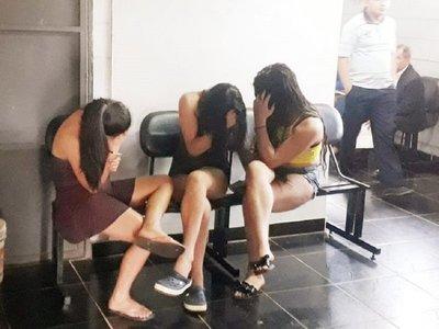 Aprehenden a 3 mujeres, dos de ellas trans, por supuesta extorsión