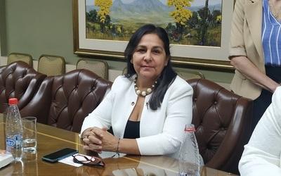 """Senadora insta a debatir proyecto de """"zona franca"""" que fomenta el turismo de compras en frontera"""