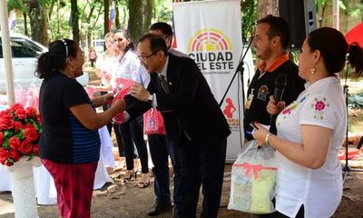 Trabajadoras son agasajadas por la Municipalidad de Ciudad del Este