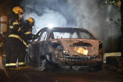 Circuito cerrado muestra que incendio de vehículo fue provocado