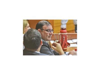Rivas sigue tranquilo en su banca por falta de presión