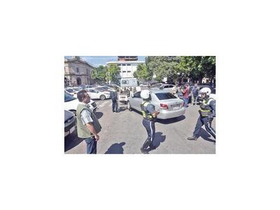 Cuidacoches rechazan despejar las  calles y urgen diálogo con Nenecho