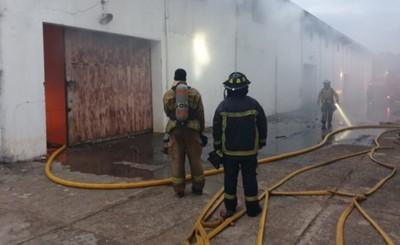 Depósitos arde en el Área 2