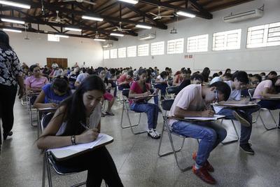 Unos 4.800 jóvenes se postularon a las Becas de ITAIPU-BECAL 2020