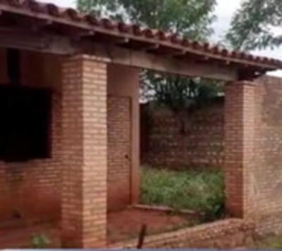 Padres de familia toman escuela por falta de aulas y baños